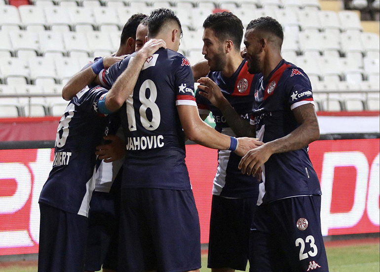 Antalyaspor kafilesinde Covid-19 şoku