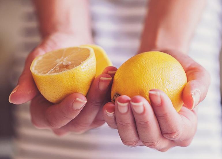 Düşük glisemik indeks için yiyeceklere limon sıkın
