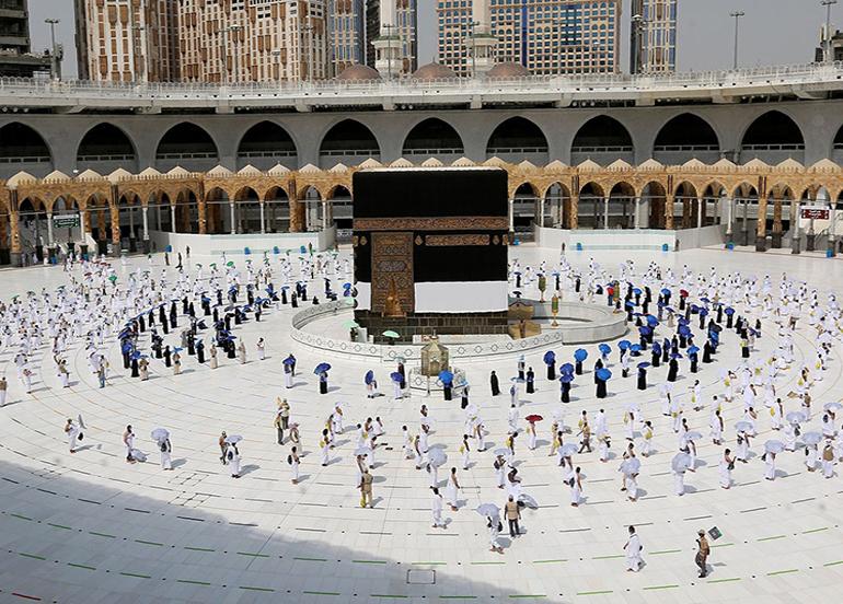 Suudi Arabistan yurt dışından ilk umre ziyaretçilerini bugün kabul edecek
