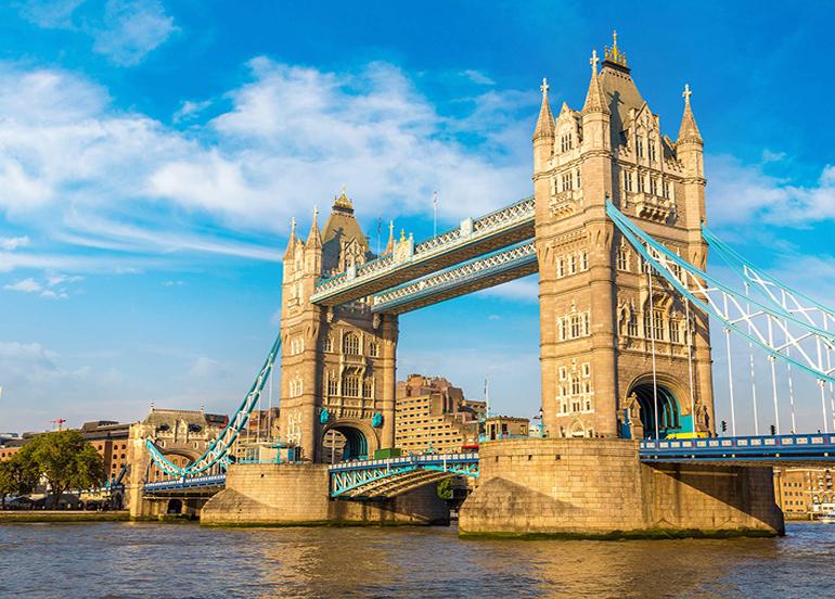 İngiltere'de son 24 saatte 18 bin 950 yeni vaka