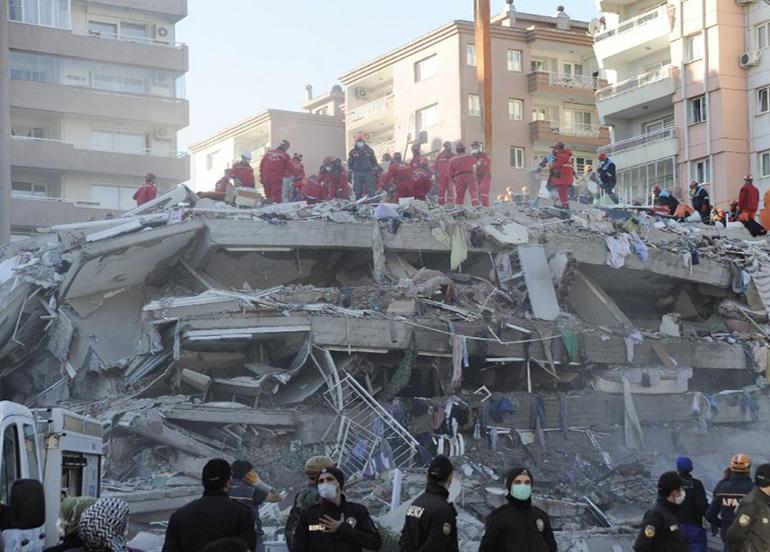 """Sağlık Bakanı Koca: """"114 kişiden 107'si enkazda hayatını kaybetti"""
