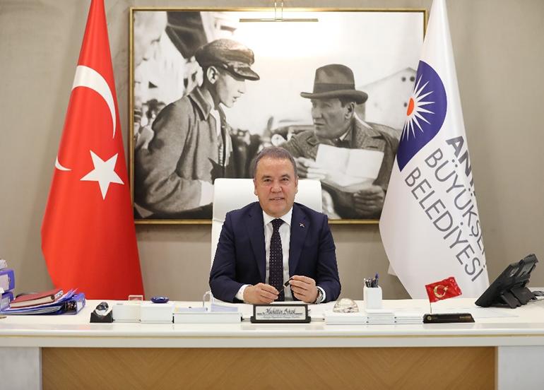 Antalya Büyükşehir Belediye Başkanı Muhittin Böcek bugün yataklı servise alınıyor