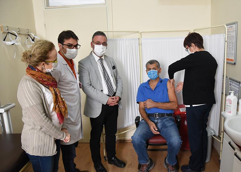 Adana'da ilk korona virüs aşısı yapıldı