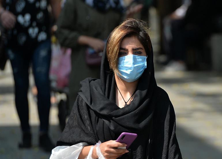 İran'da son 24 saatte 13 bin Covid-19 vakası tespit edildi