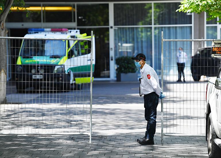 Güney Avustralya'da 6 günlük karantina başladı, sokaklar boş kaldı