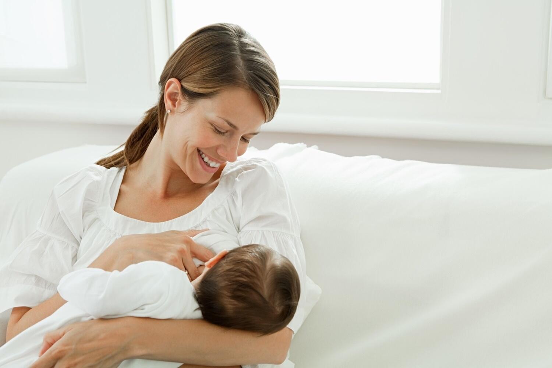 Anne sütü, bebeği pandemiden koruyor