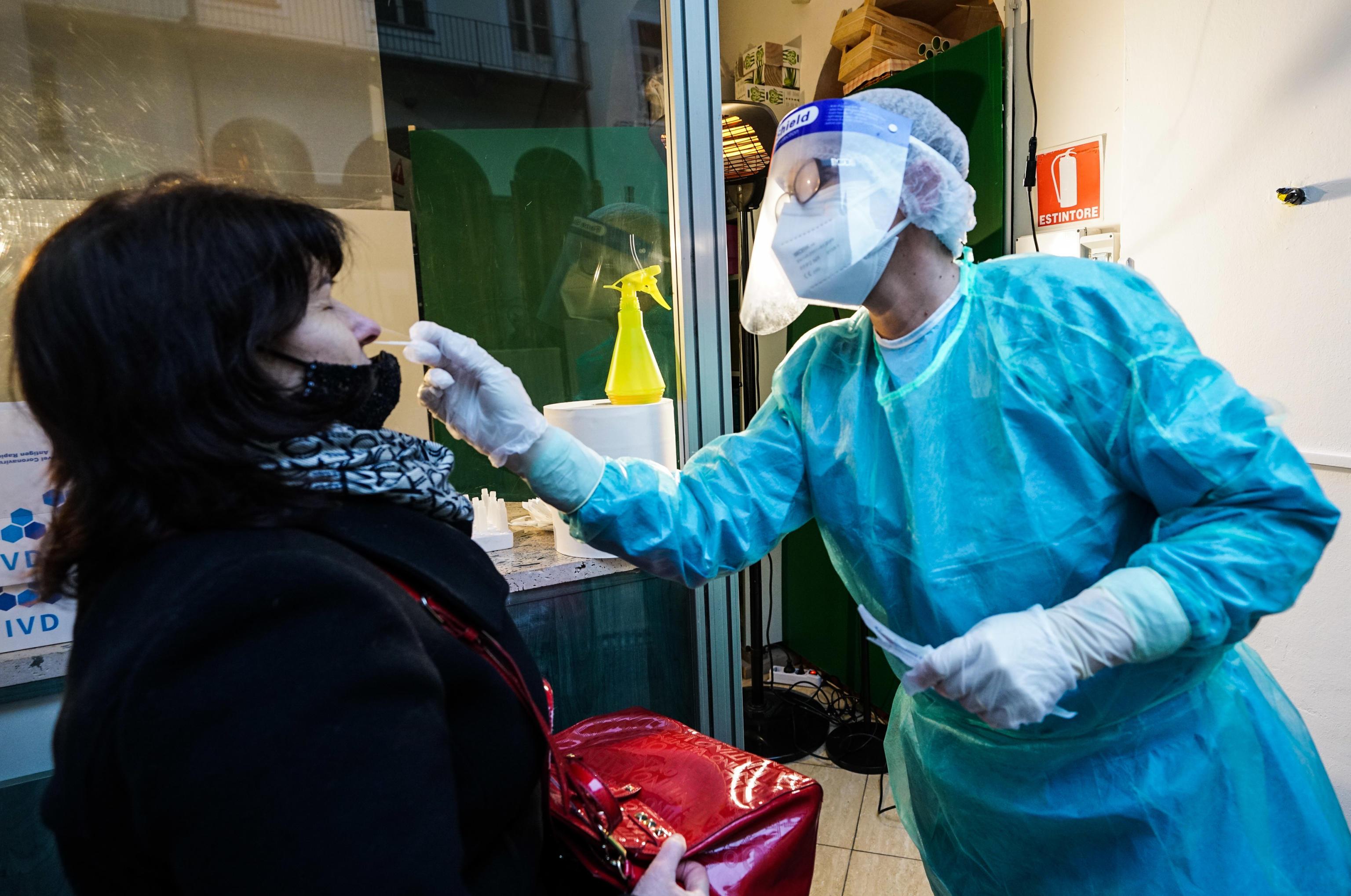 İtalya'da günlük korona virüs ölüm sayısında rekor kırıldı