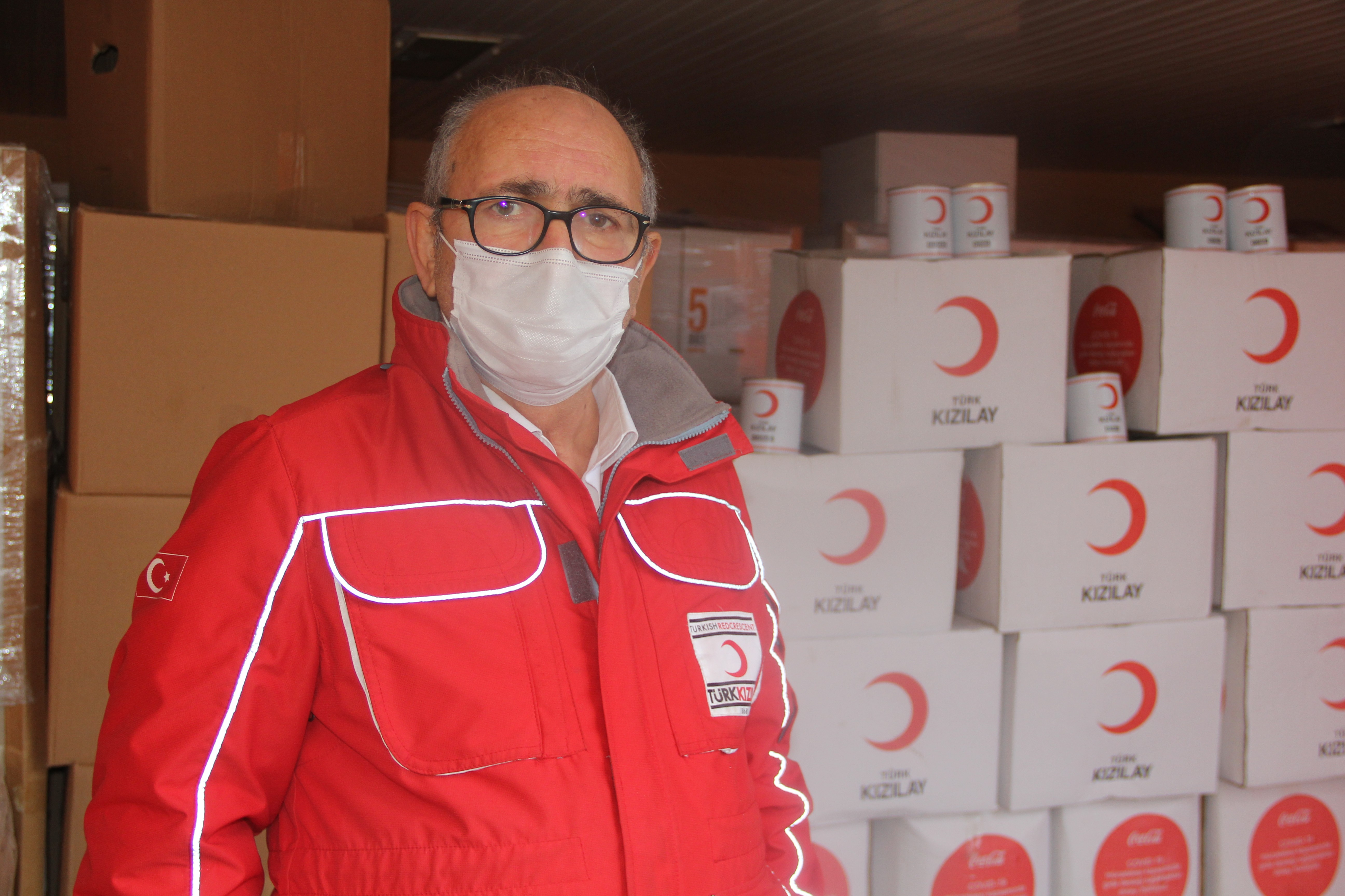 Türk Kızılayı pandemi döneminde binlerce kişiye destek oluyor