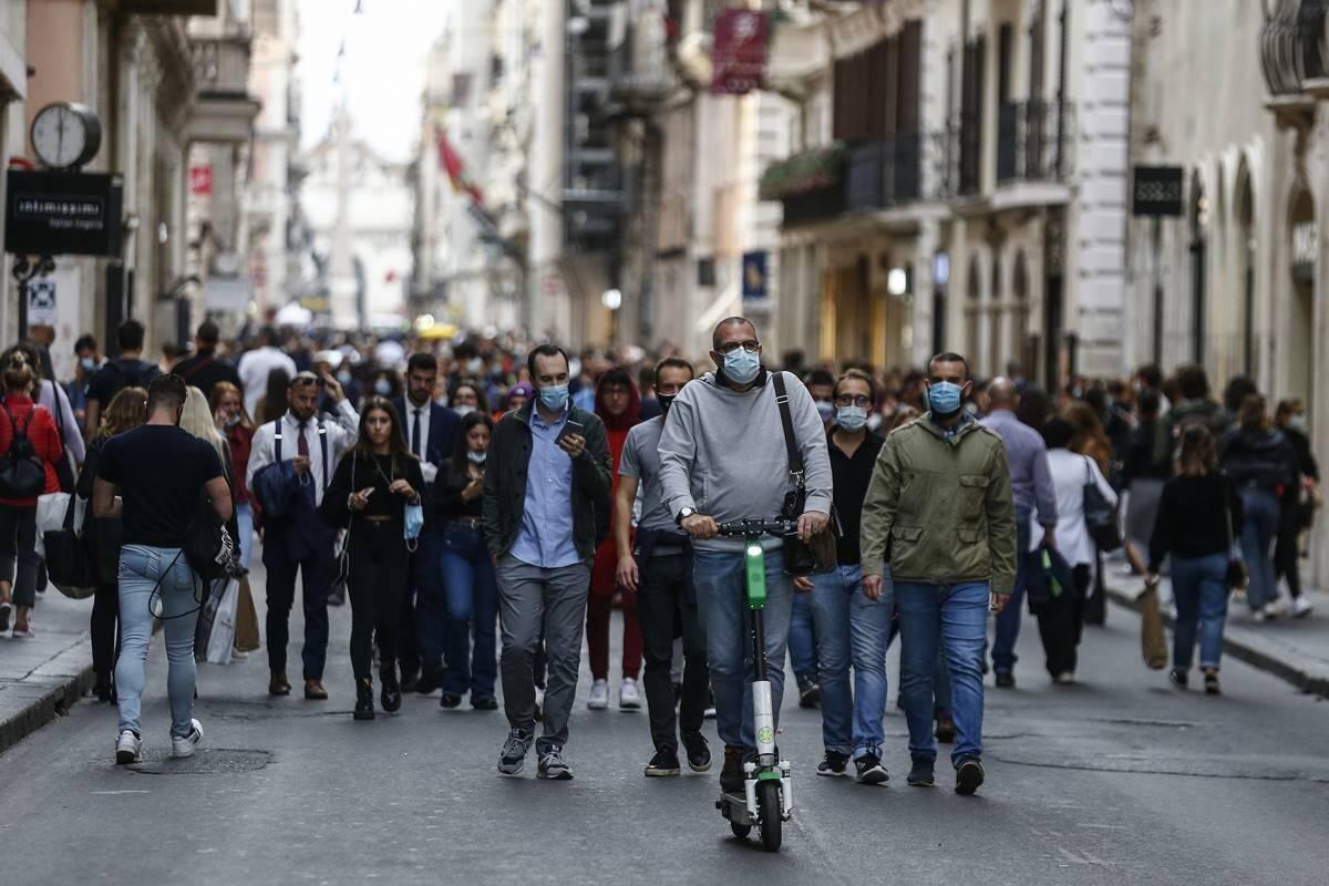 İtalya'da son 24 saatte 674 kişi Covid-19 nedeniyle hayatını kaybetti