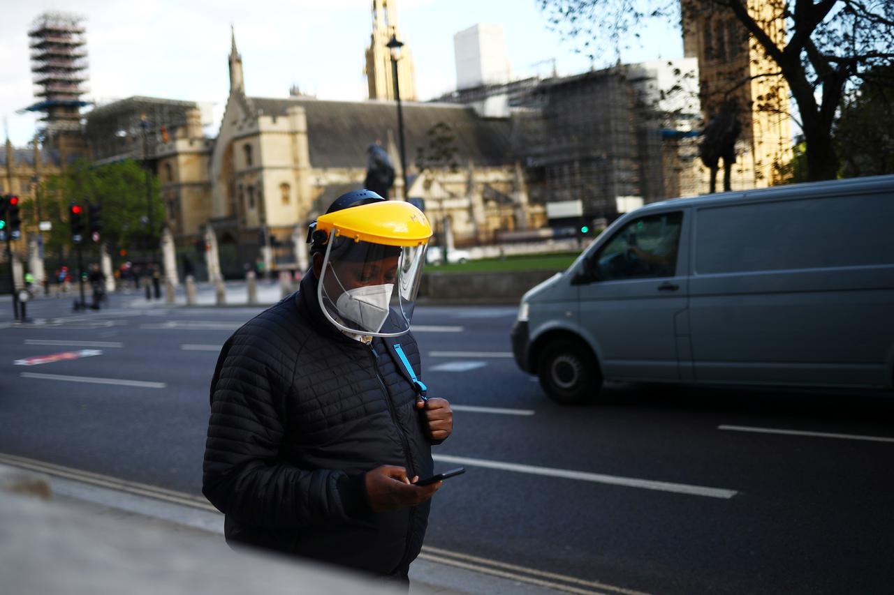 İngiltere'den korona virüsünün yeni türüyle ilgili kritik açıklama