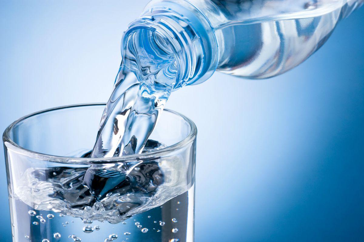Böbrek taşından korunmak için bol su için