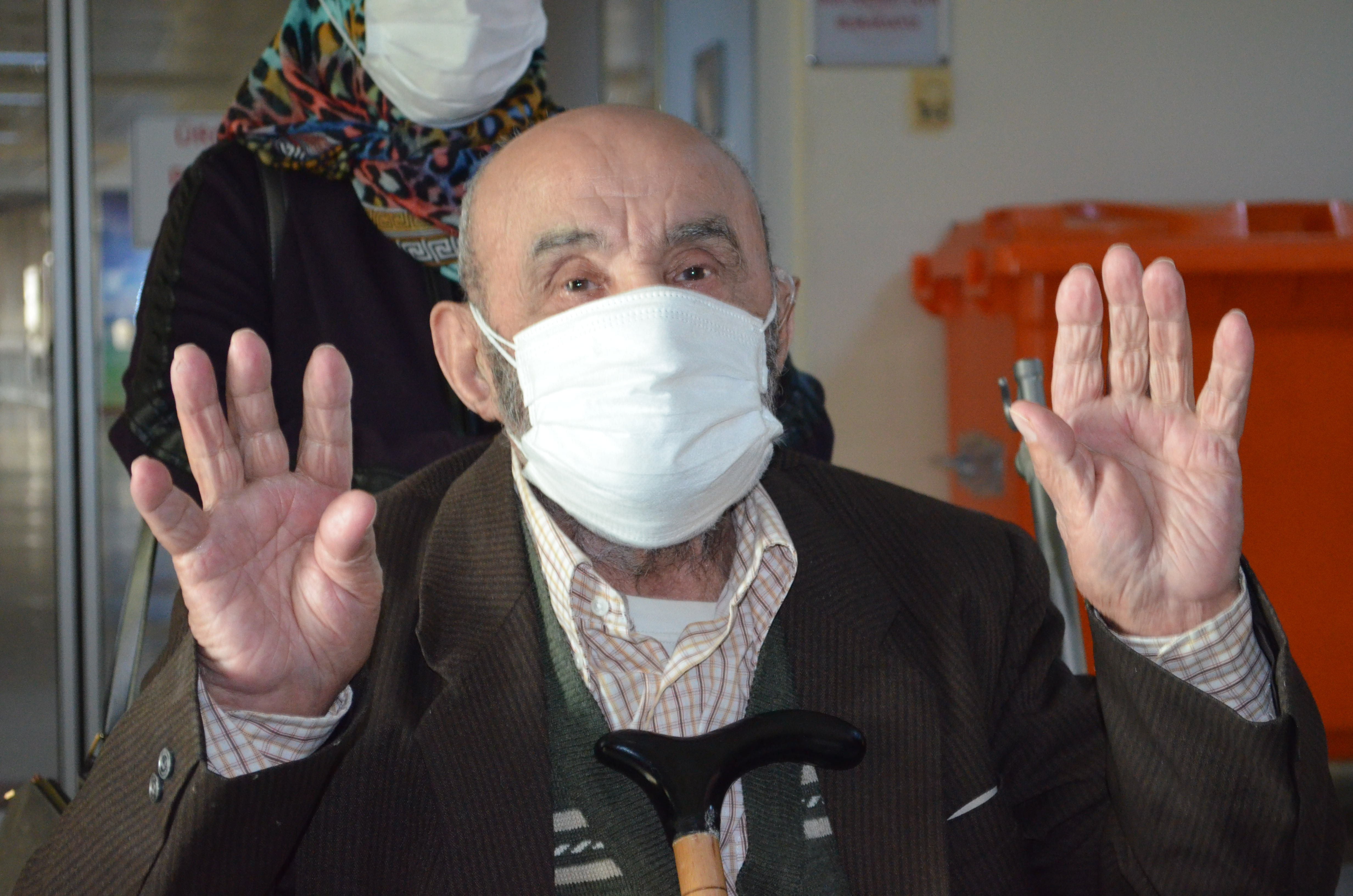 Kronik hastalıkları olmasına rağmen 90 yaşında korona virüsü yendi