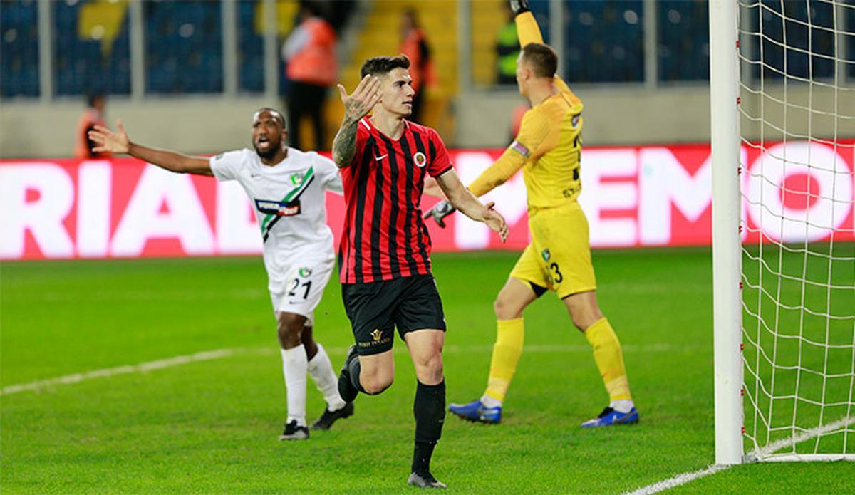 Trabzonspor'un yeni transferi Berat Özdemir'in korona virüsü testi yeniden pozitif çıktı