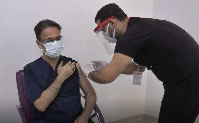 Gaziantep'te ilk korona virüs aşısı İl Sağlık Müdürü'ne yapıldı