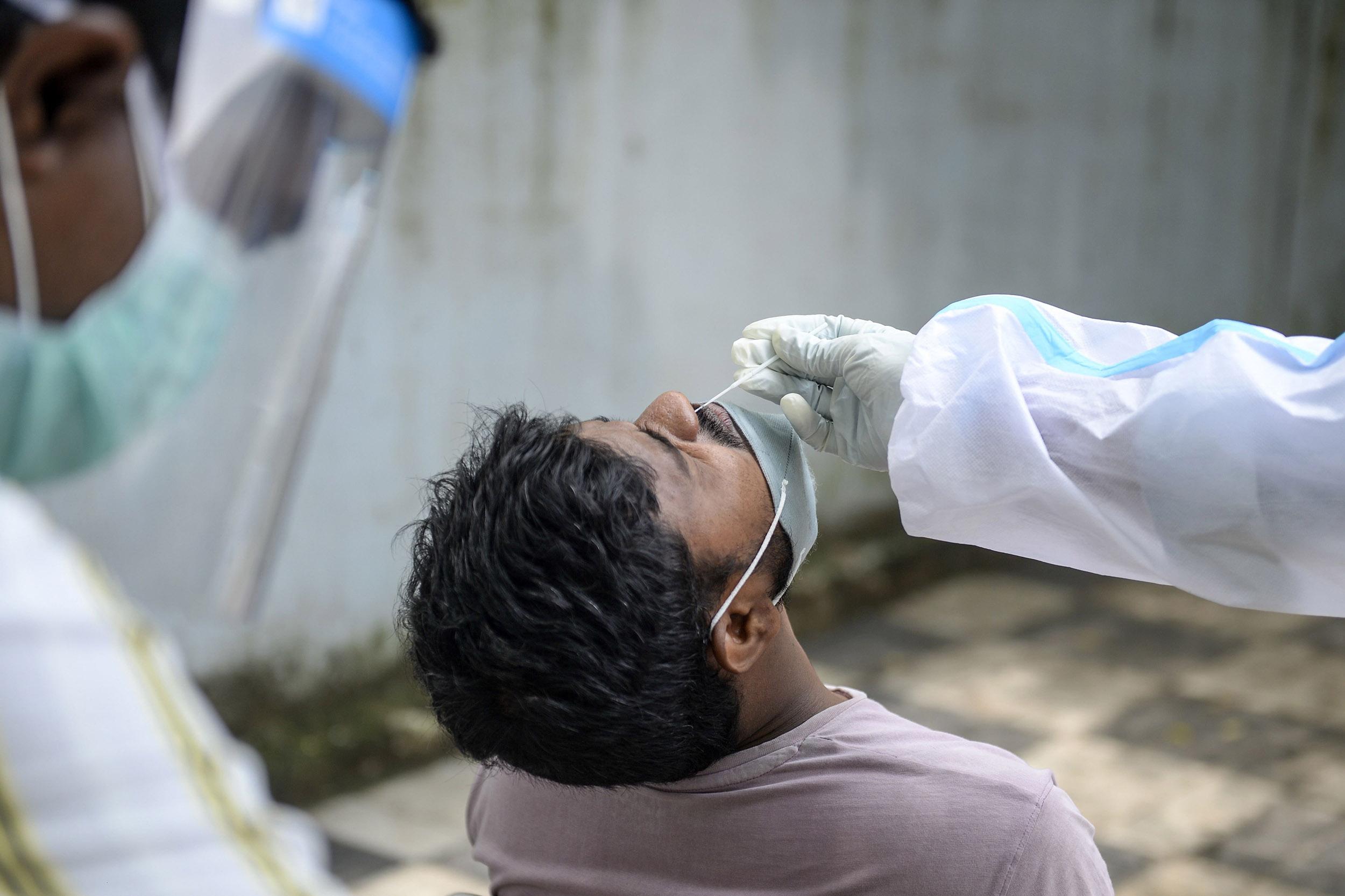 Hindistan'da son 24 saatte 15.158 korona virüs vakası tespit edildi