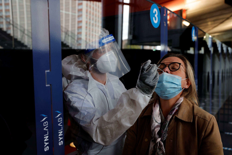 Fransa'da Covid-19'a bağlı toplam can kaybı 70 bini aştı