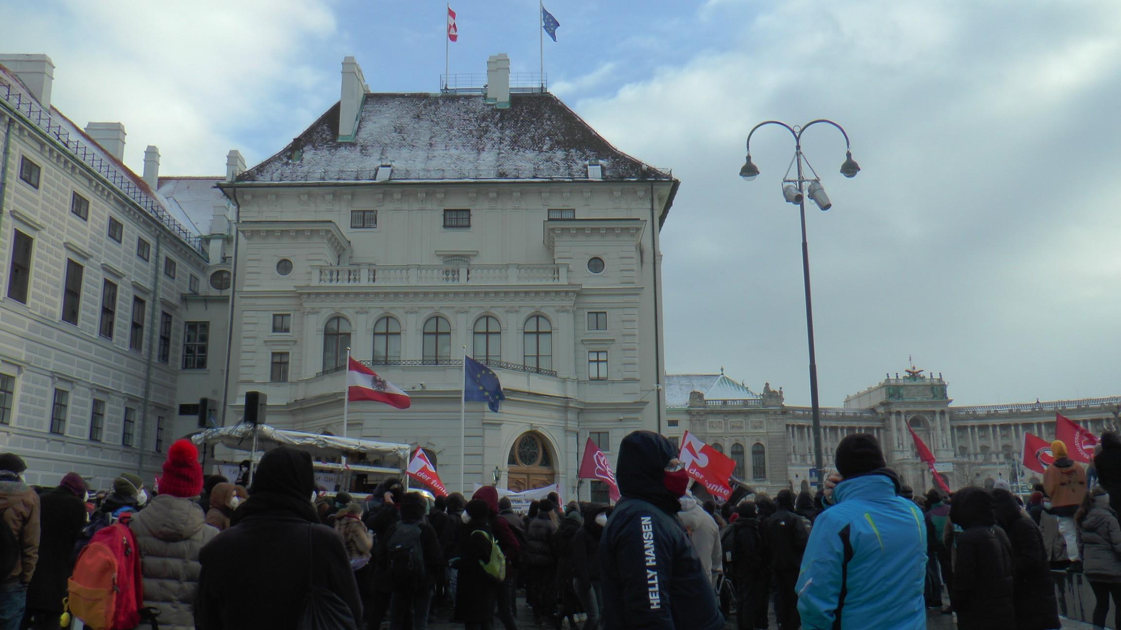 Avusturya'da Covid-19 önlemlerine karşı protesto düzenlendi