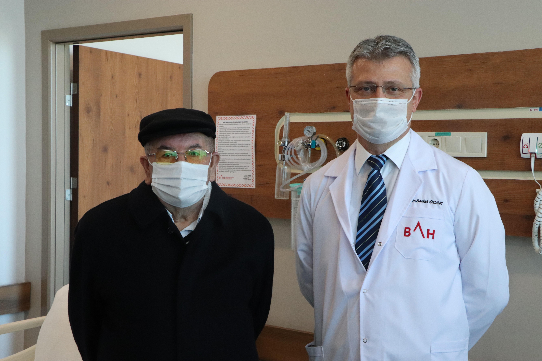 75 yaşındaki erkek hasta meme kanserini yendi
