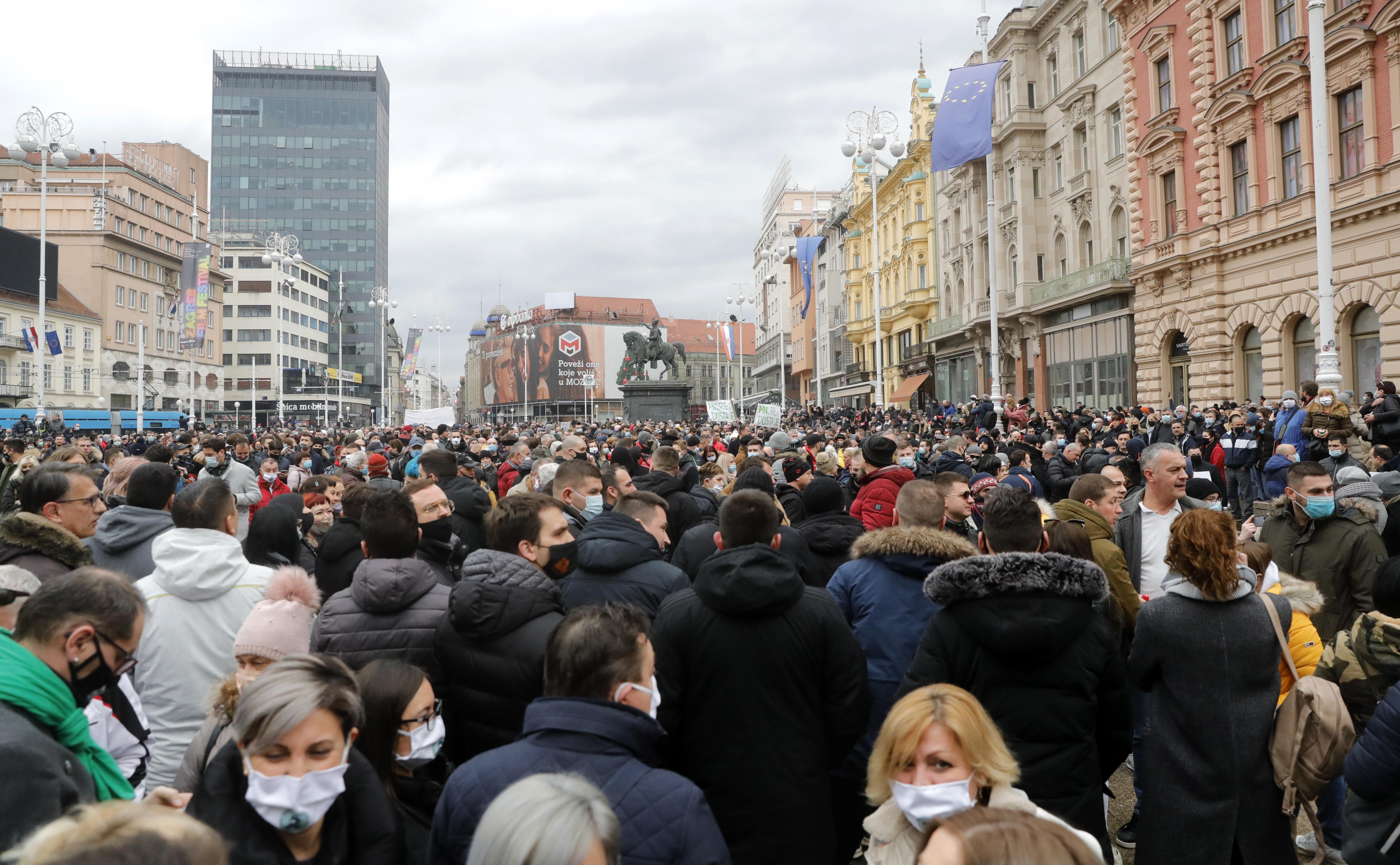 Hırvatistan'da Covid-19 kısıtlamalarına karşı protesto