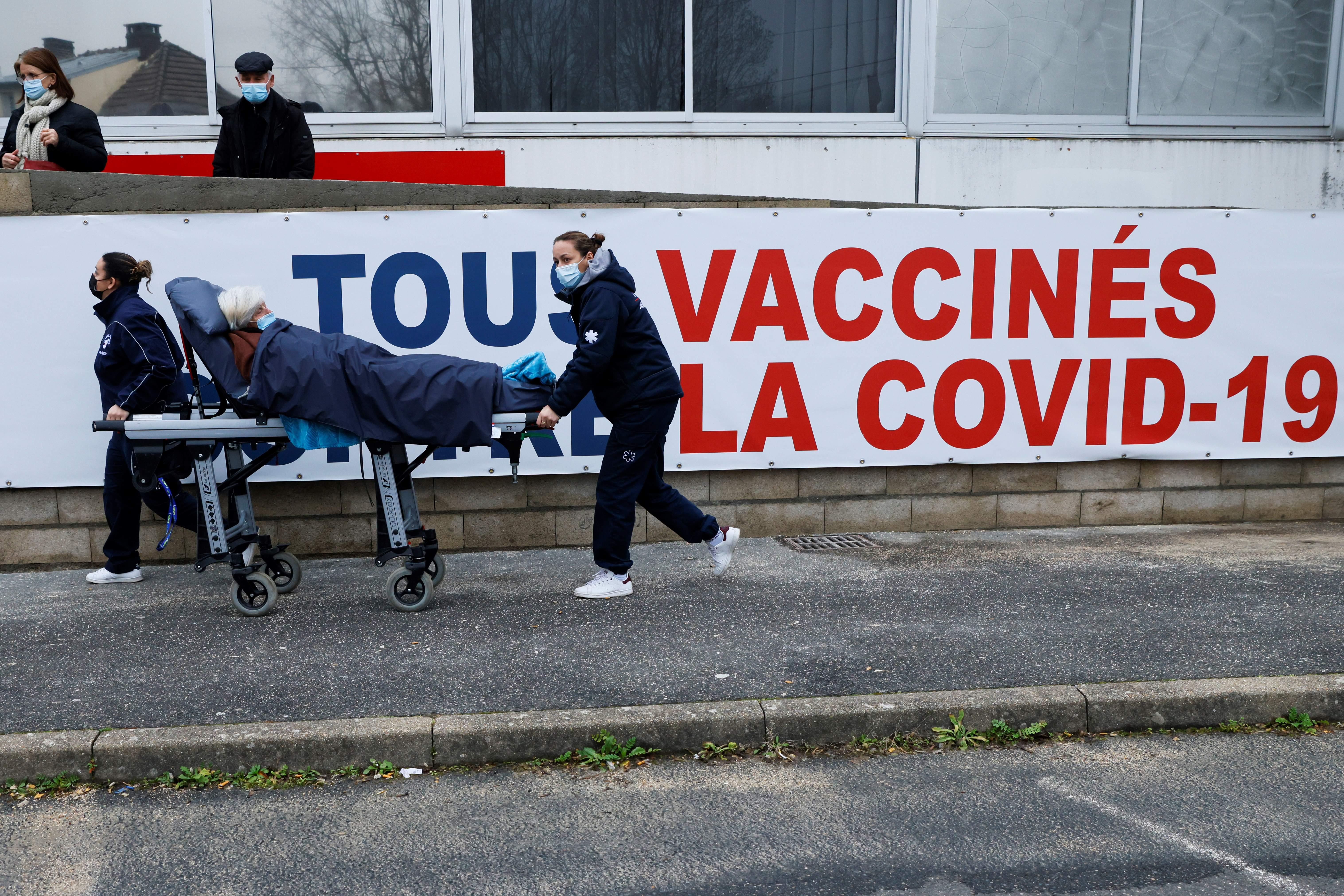 Fransa'da Covid-19 salgınında son 24 saatte 4 bin 317 yeni vaka