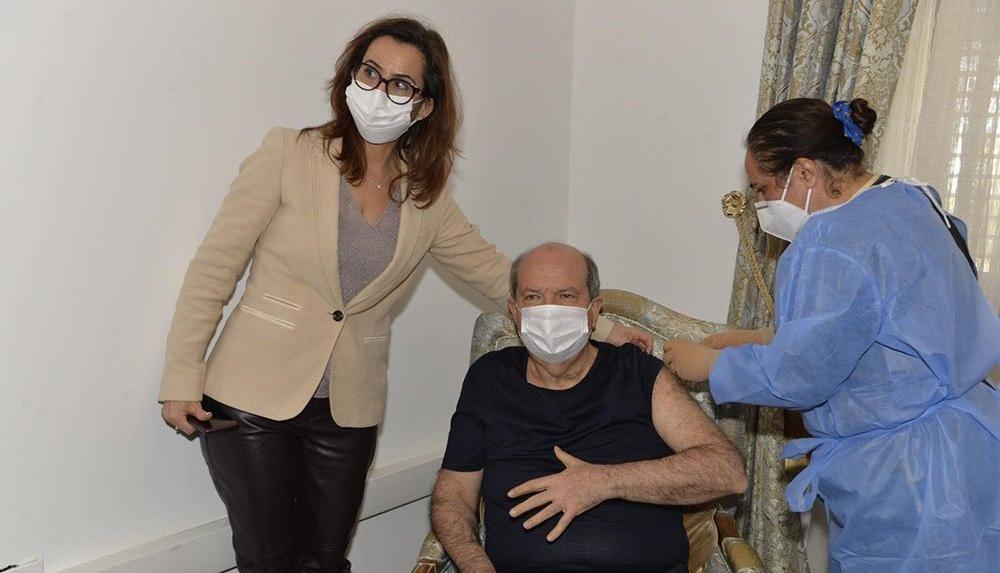 KKTC Cumhurbaşkanı Tatar ve Başbakan Saner'e ikinci doz aşı yapıldı