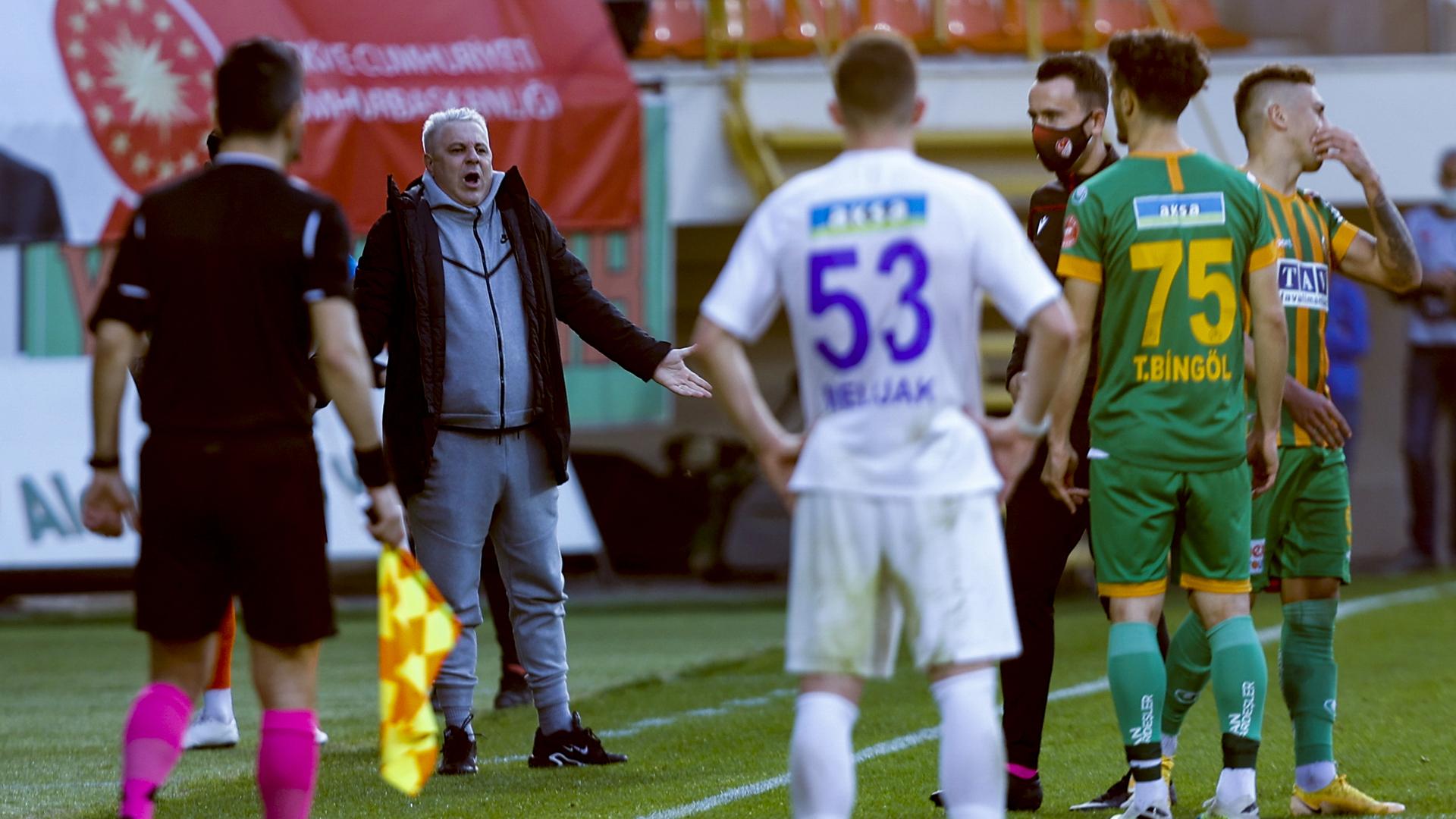 Çaykur Rizespor teknik direktörü Sumudica BB Erzurumspor maçı sonrasında sağlık sorunu yaşadı