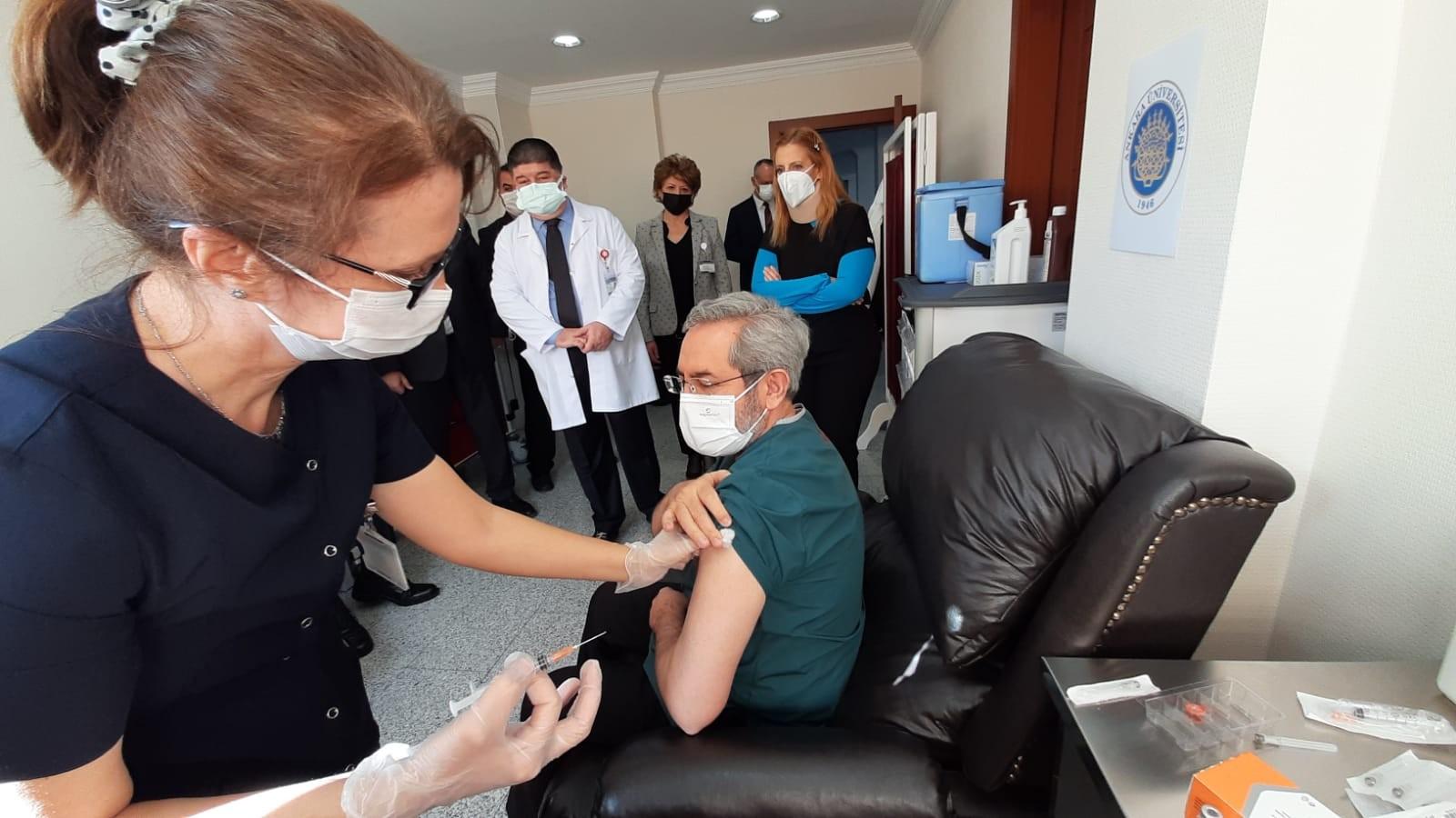Sağlık çalışanlarına 2. doz aşı uygulaması devam ediyor