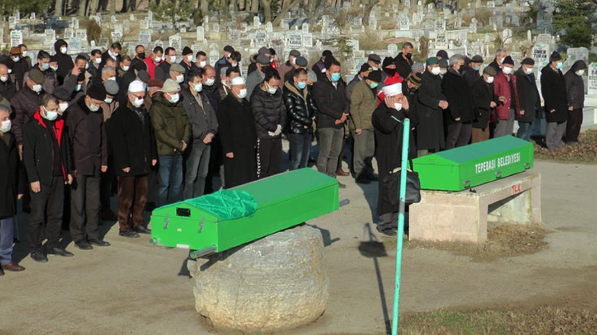 Koronayı yenen ancak yan etkilerinden kurtulamayan yaşlı çift 12 saat arayla vefat etti