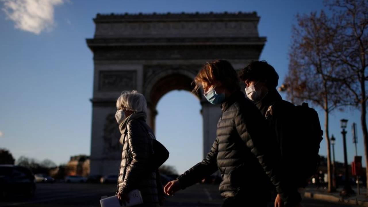 Fransa'da son 24 saatte 21 bin 231 yeni vaka
