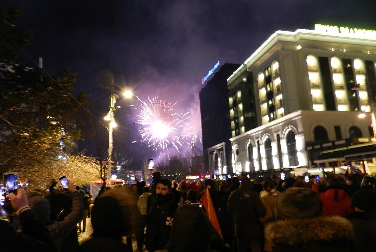 Kosova'da seçim zaferi Covid-19 salgınını unutturdu