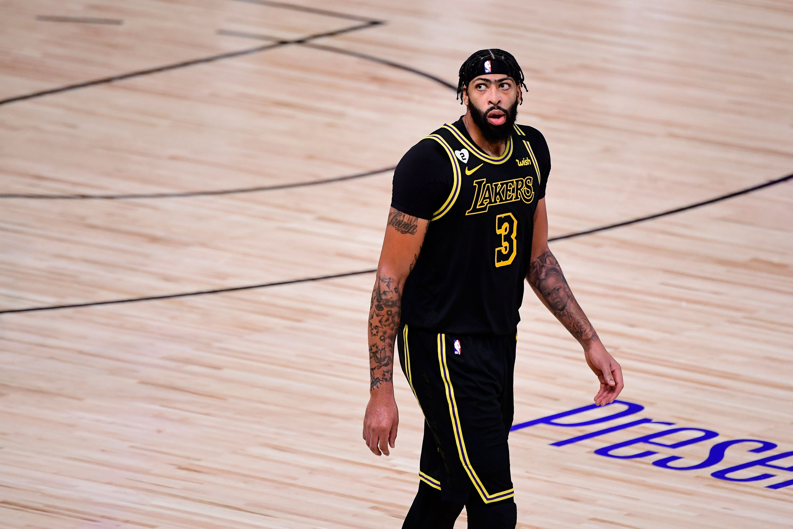 Los Angeles Lakers'ta Anthony Davis sahalardan bir süre uzak kalacak