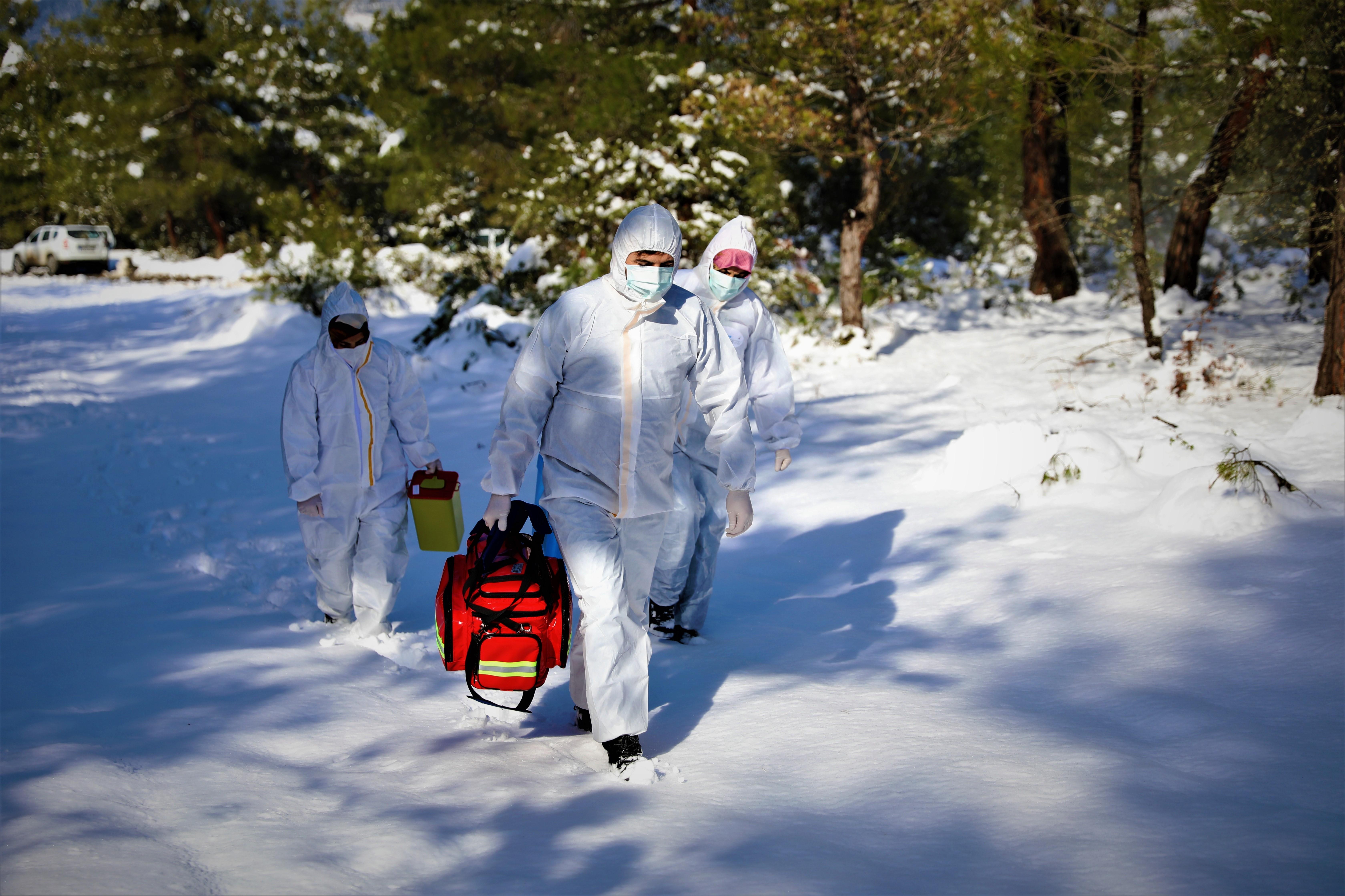 Kar ve baraj aşı ekiplerine engel olamadı