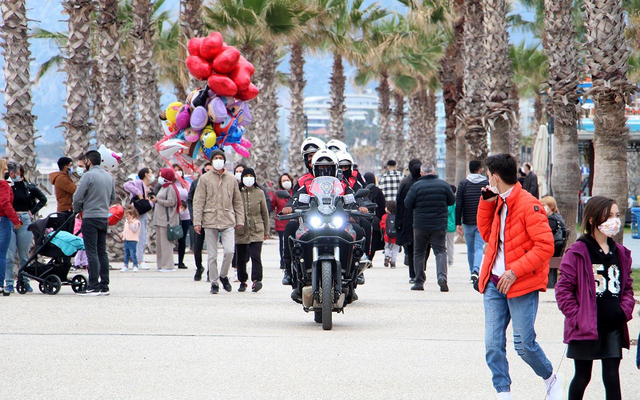 Antalya'da vaka tablosunda 19 ilçeden 7'si kırmızı