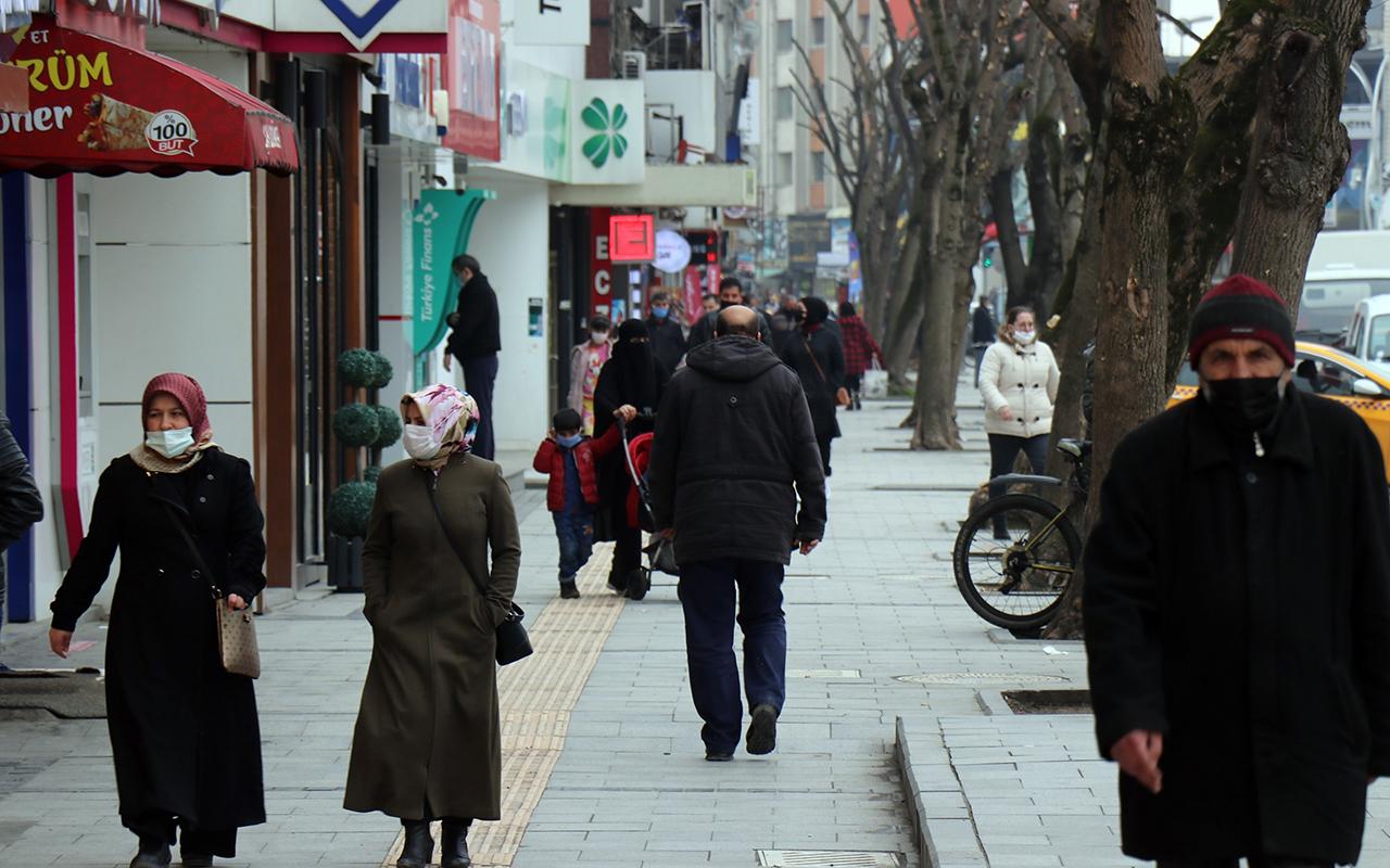 Çok yüksek riskli kentte, Cumartesi günü uygulanan kısıtlama kalkınca vatandaşlar soluğu dışarıda aldı