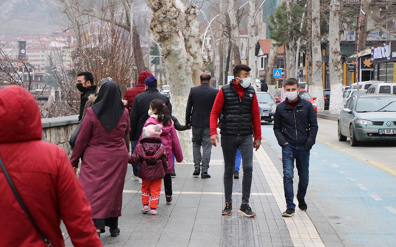 Amasya'da doğum günü kutlaması sonrası aynı aileden 13 kişi korona virüse yakalandı
