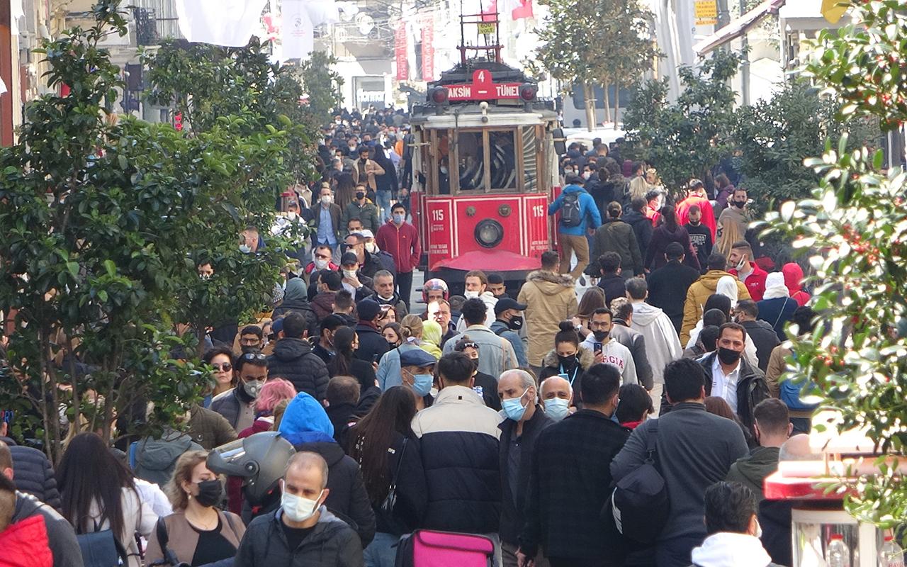 İstanbul'da endişelendiren görüntü... Vatandaşlar sahillere ve meydanlara akın etti