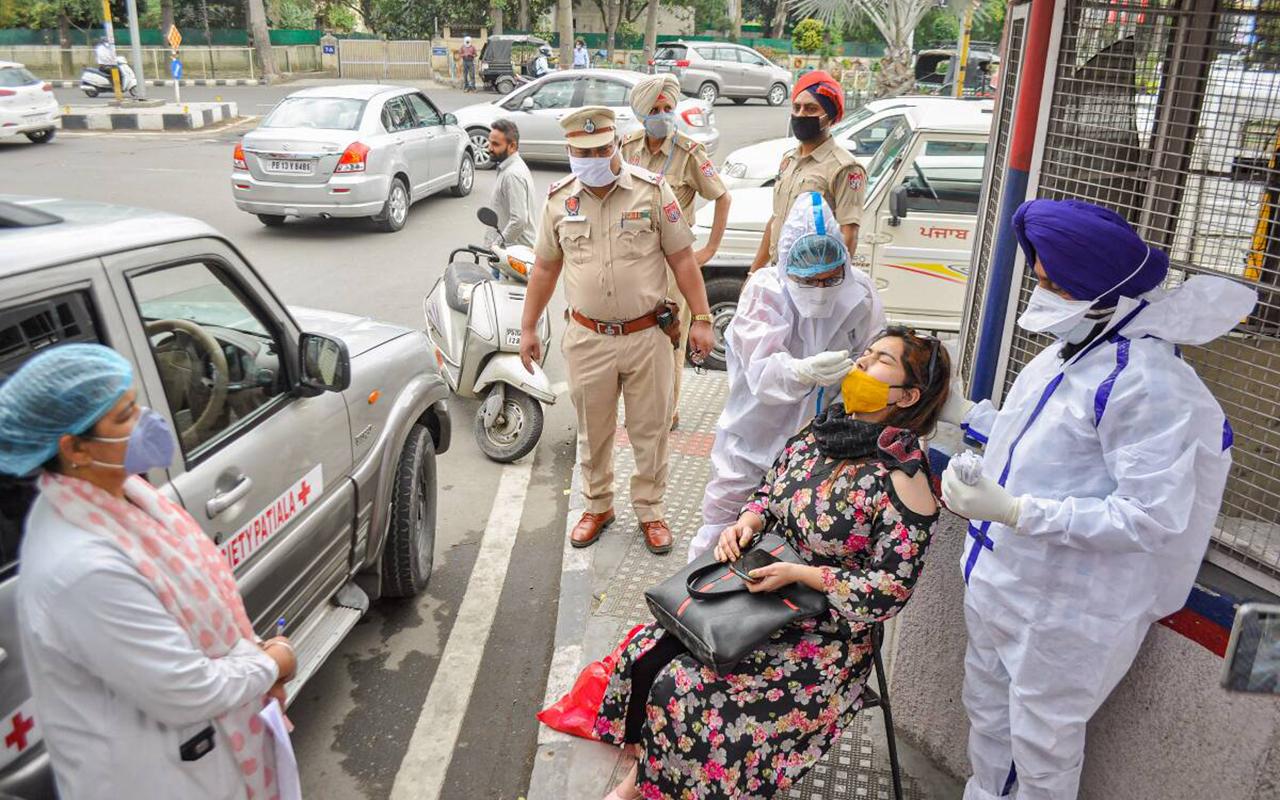Hindistan'da 103 bin 558 kişide korona tespit edildi