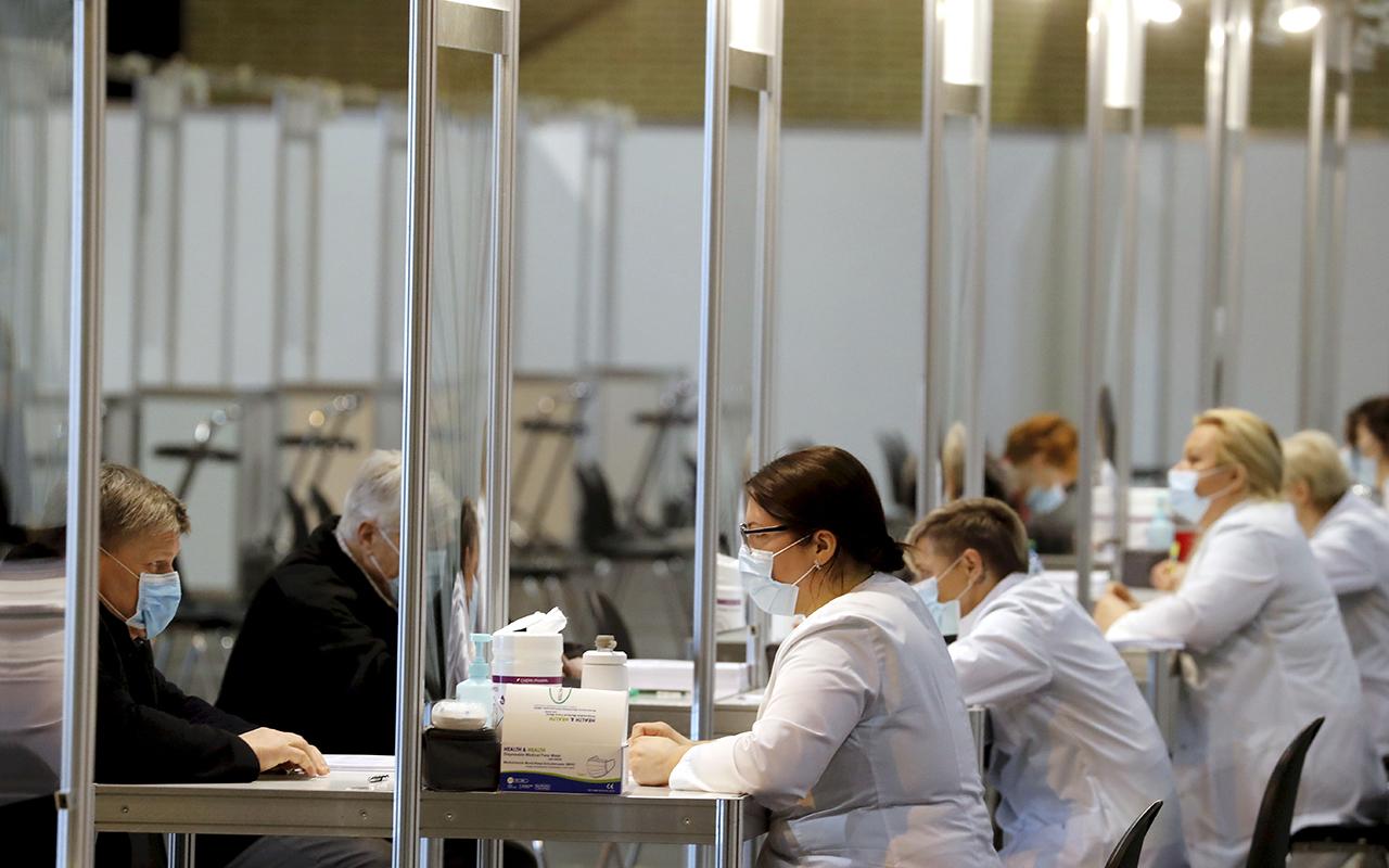 Letonya, Covid-19' karşı toplu aşılama merkezleri açtı