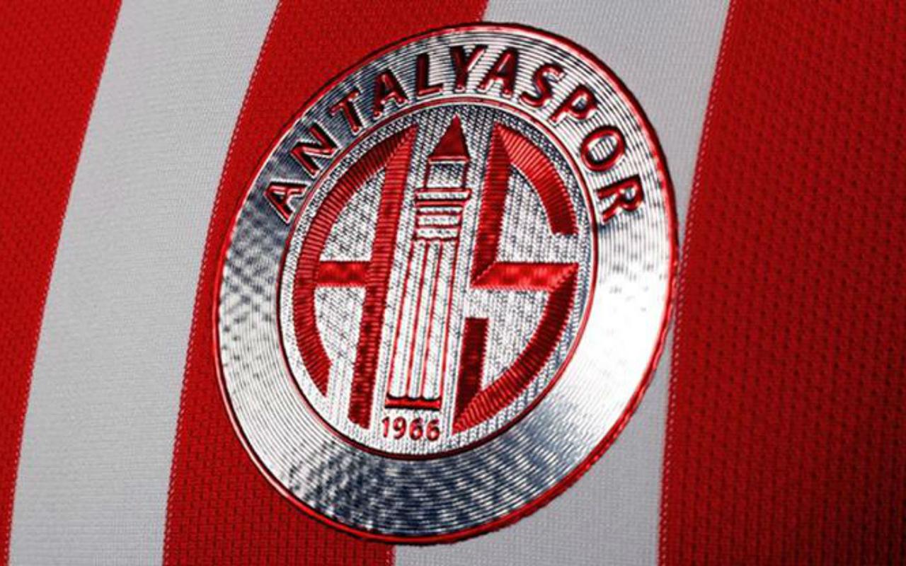 Antalyaspor'da 1 futbolcunun korona virüs testi pozitif çıktı
