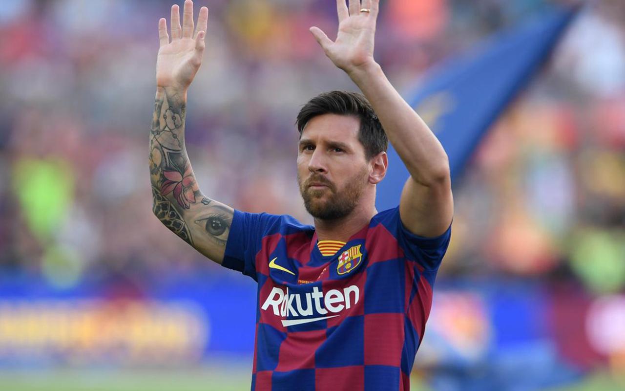 Lionel Messi, Covid aşısı krizini 3 imzalı formayla çözdü