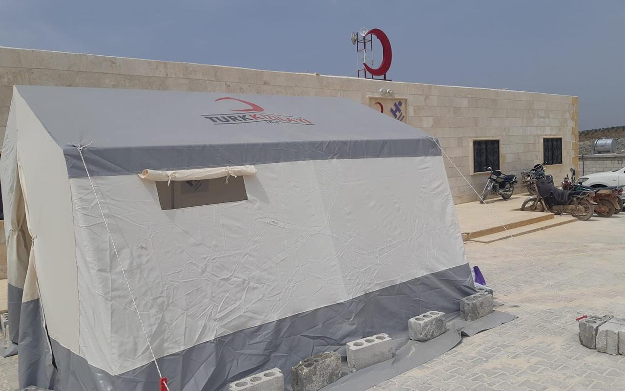 İdlib halkı, Türk Kızılayı tarafından kurulan sahra hastanesinde ücretsiz tedavi alıyor