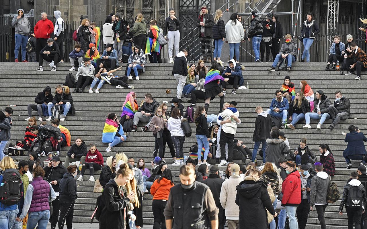 Almanya'da son 24 saatte korona virüs nedeniyle 265 kişi hayatını kaybetti