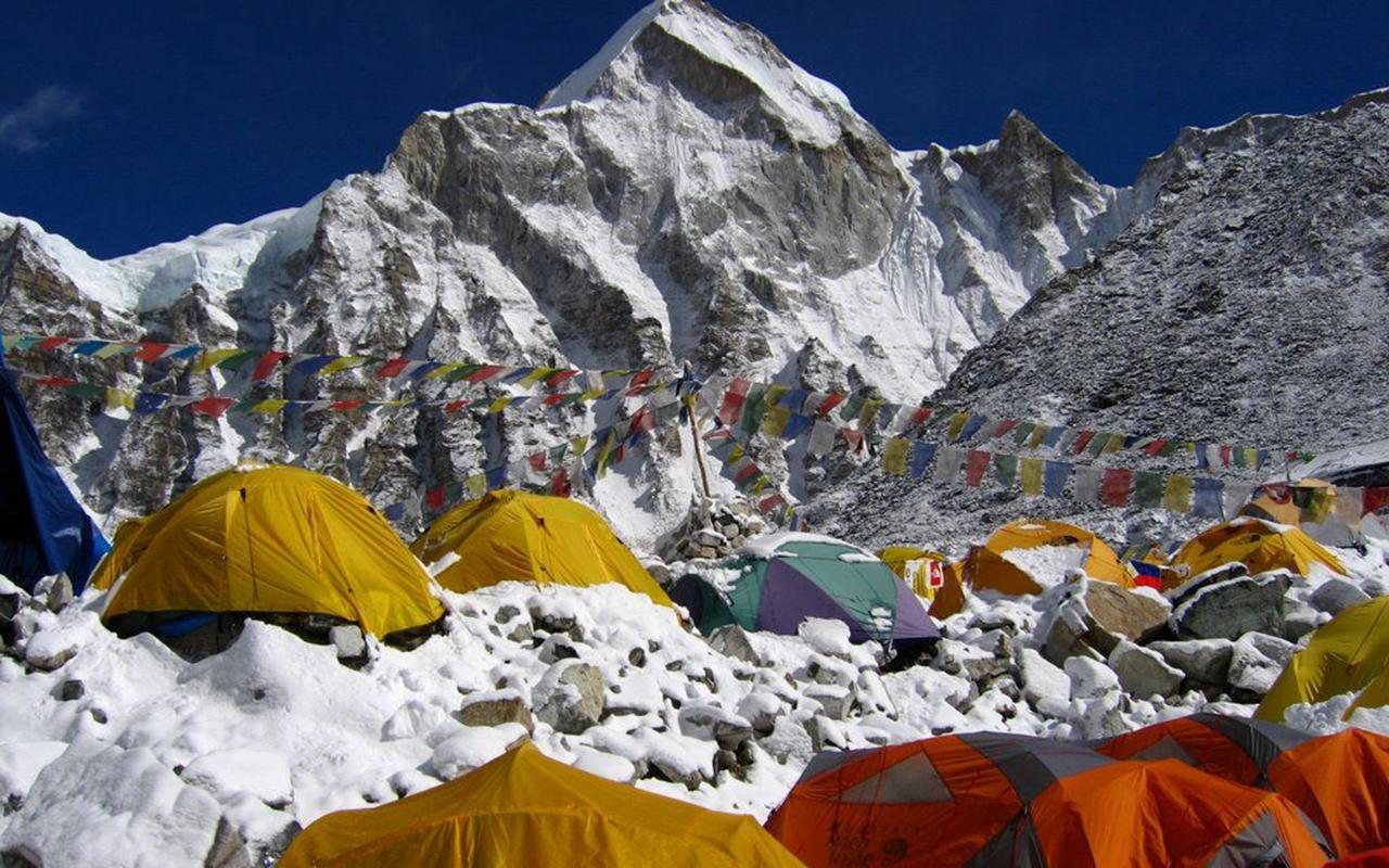 Dünyanın zirvesinde korona alarmı: Everest Dağı'nda ilk vaka