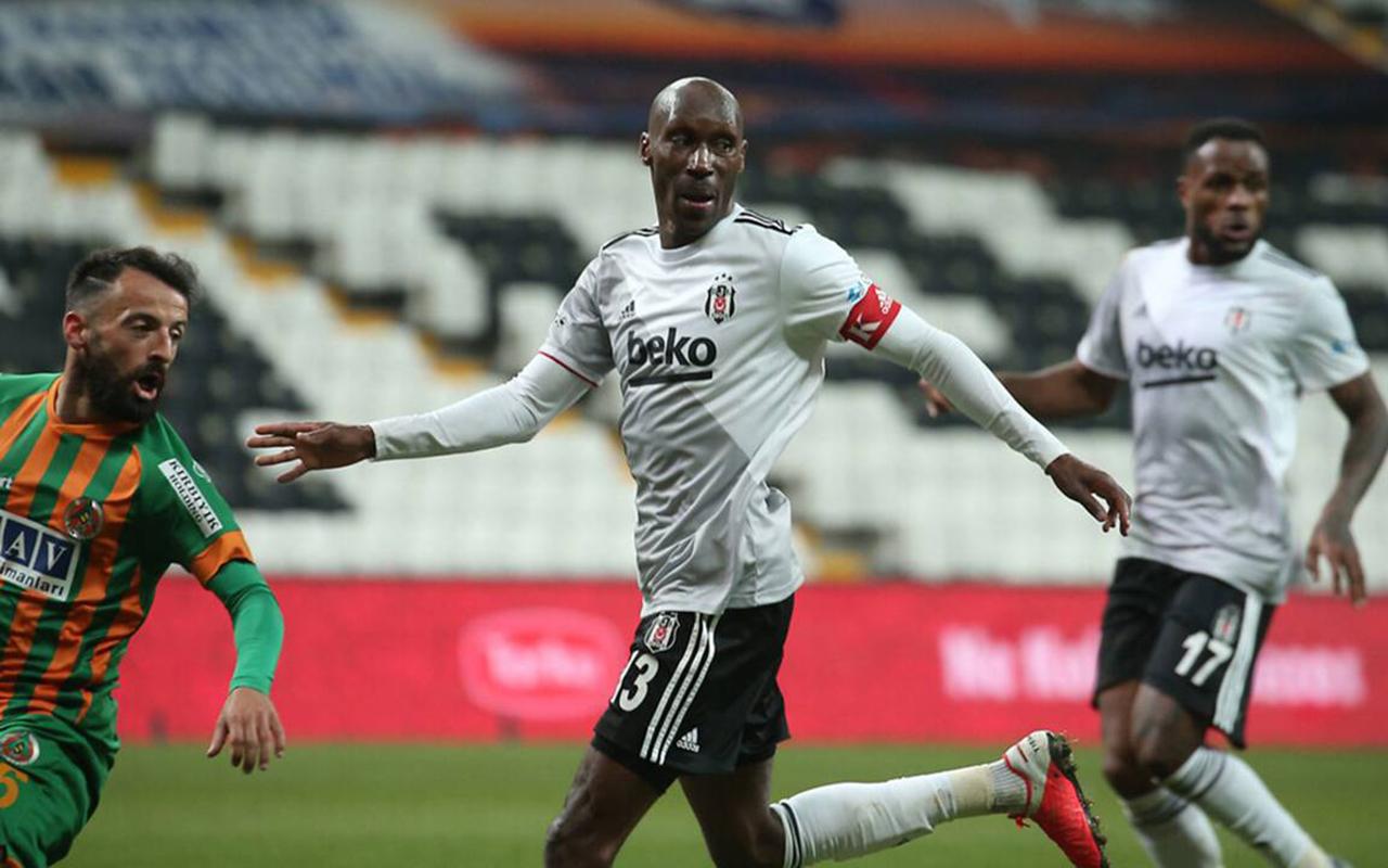 Beşiktaş'a bir kötü haber daha! Atiba Hutchinson kadrodan çıkartıldı