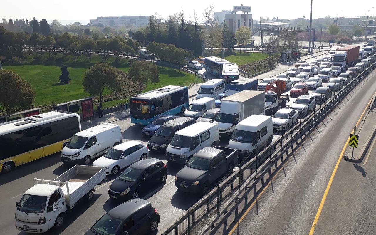 Tam kapanmanın ilk gününde toplu ulaşım ve trafikte şaşırtan yoğunluk! Ek sefer konuldu