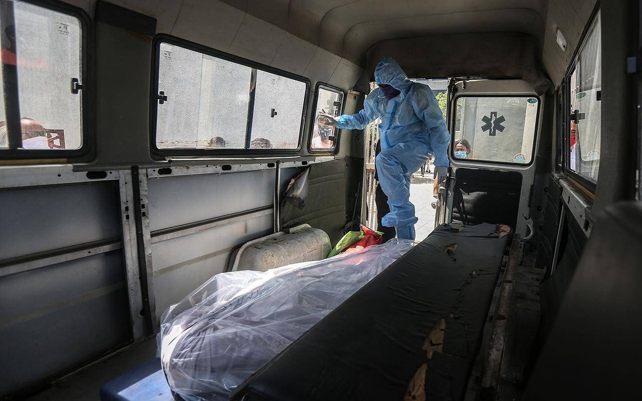 Hindistan'da salgında yeni rekor: Son 24 saatte 4 bin 205 ölüm