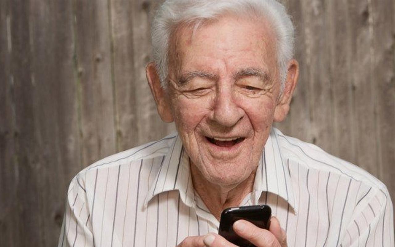 Pandemide görüntülü iletişim kuran yaşlılarda daha az bunama tespit edildi