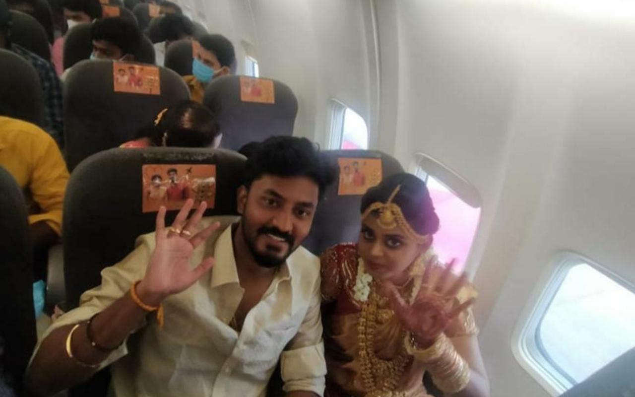 Hindistan'da bir çift Covid-19 kısıtlamalarından kaçmak için uçakta düğün yaptı