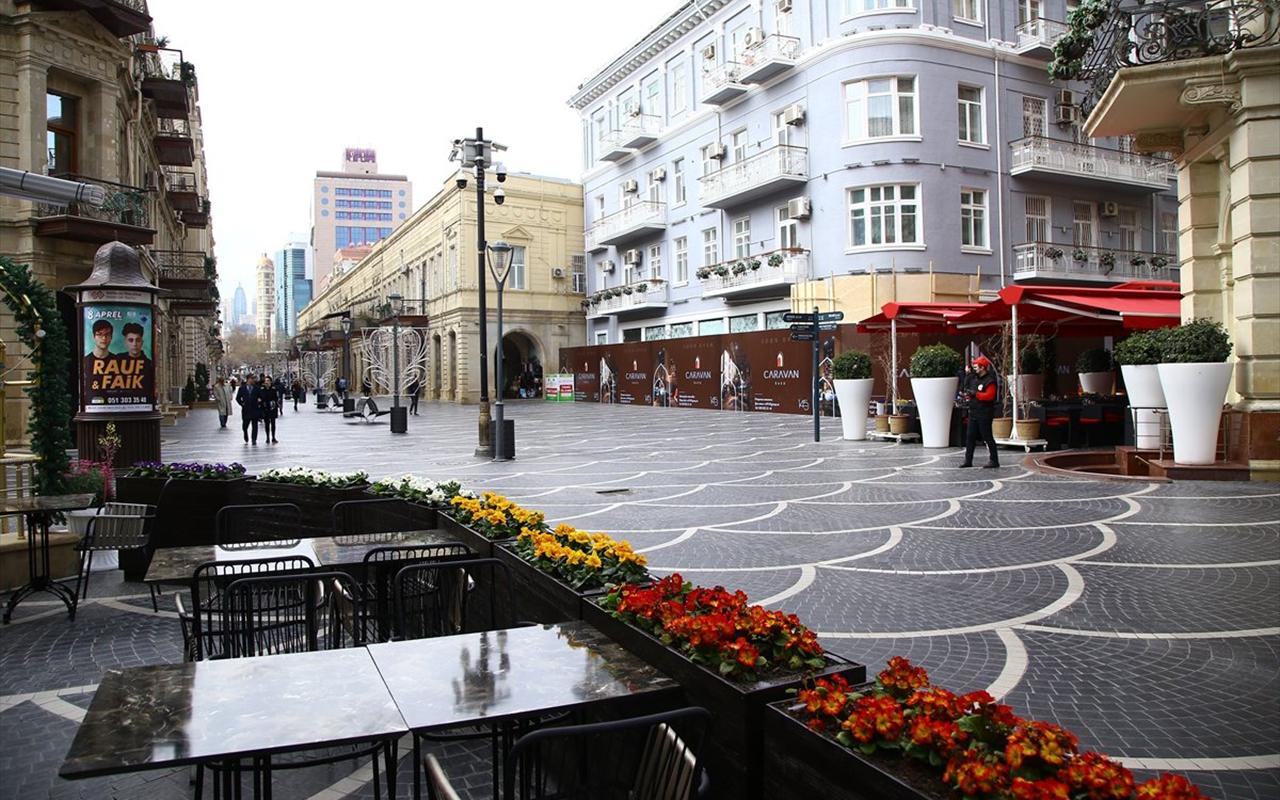 Azerbaycan, korona virüs kısıtlamalarında yumuşatmaya gidiyor