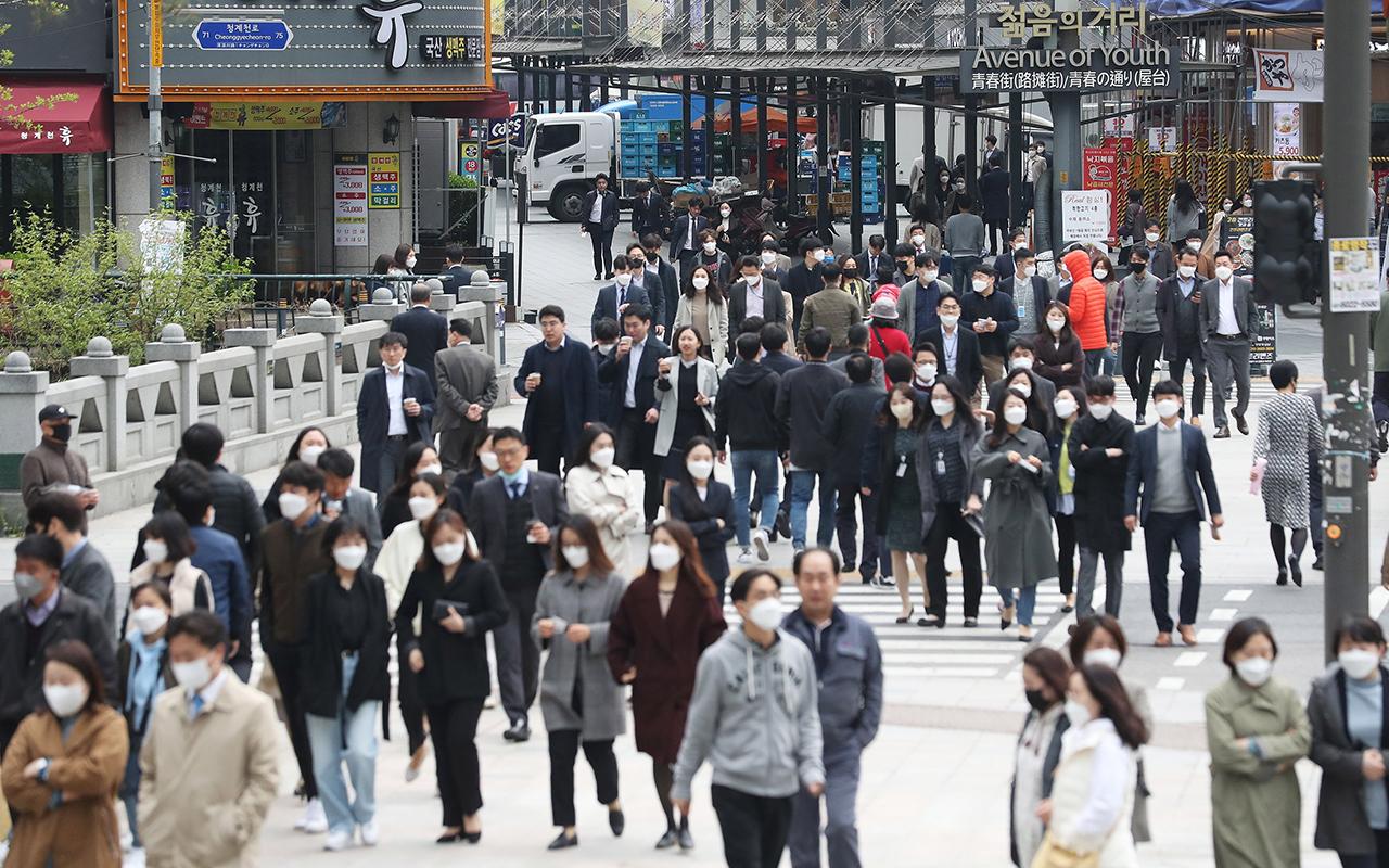 Güney Kore'de korona virüs aşısı olanlara maske zorunluluğu kaldırıldı